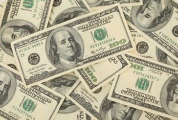 Dólar retrocede en sesión de bajo volumen